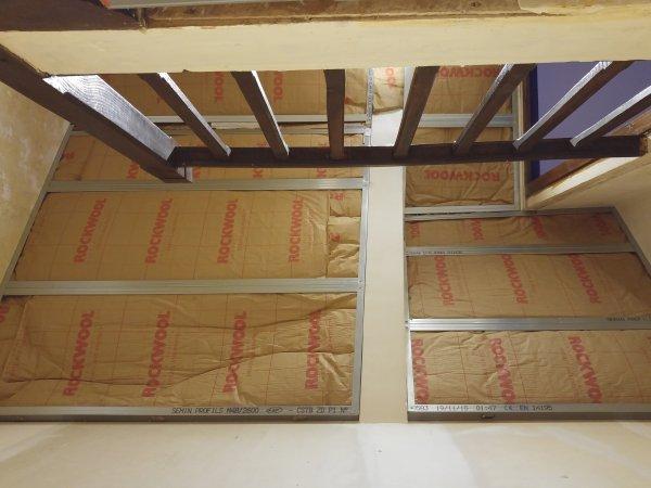 escalier pose du plafond la maison des rigolettes. Black Bedroom Furniture Sets. Home Design Ideas