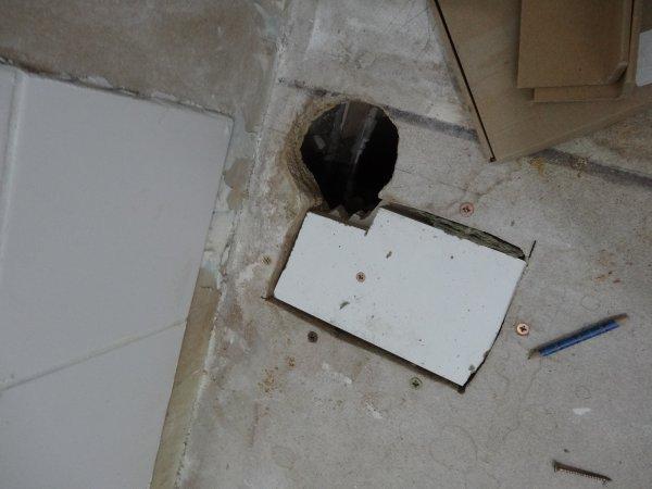 salle de douche raffraichissement du sol et autres d tails la maison des rigolettes. Black Bedroom Furniture Sets. Home Design Ideas